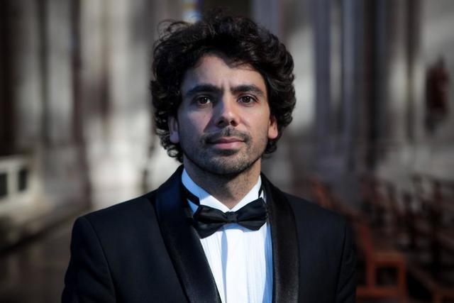 El director del Coro Fénix, ganador del premio Konex